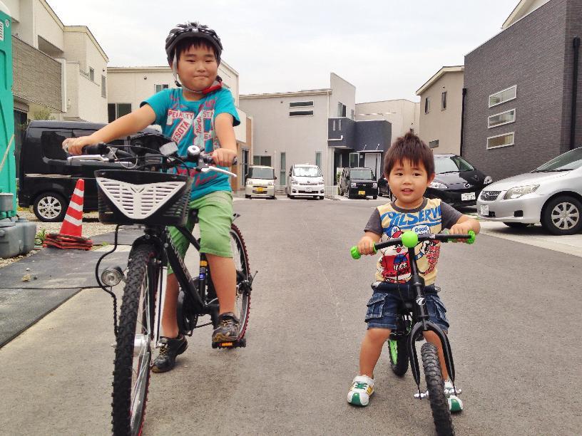 そうちゃんとせんちゃん自転車に乗る