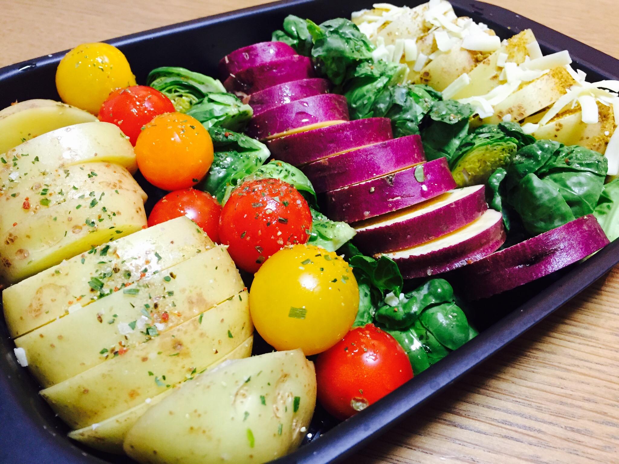 野菜をプレートに詰める