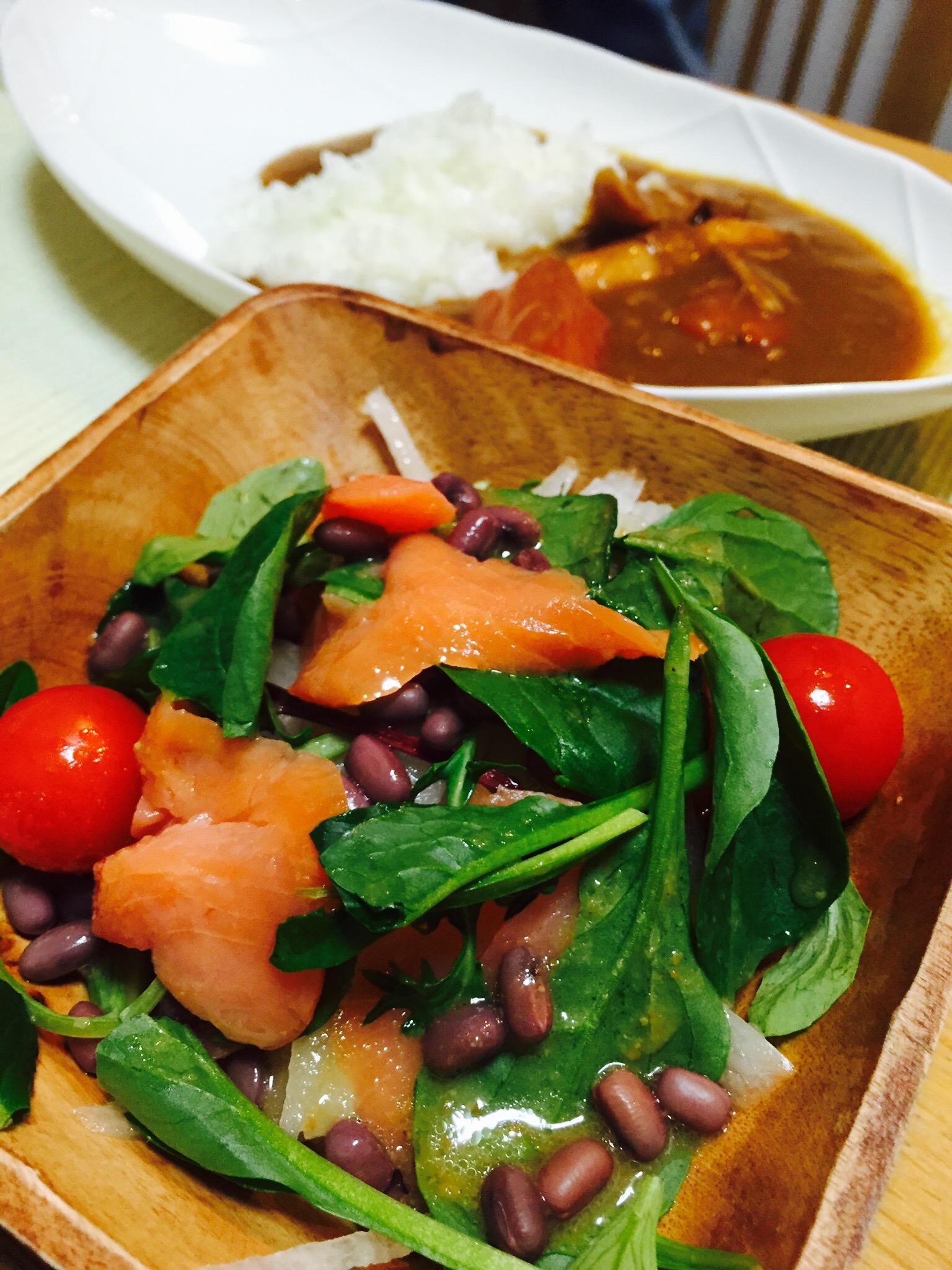 サラダにストック小豆をトッピング