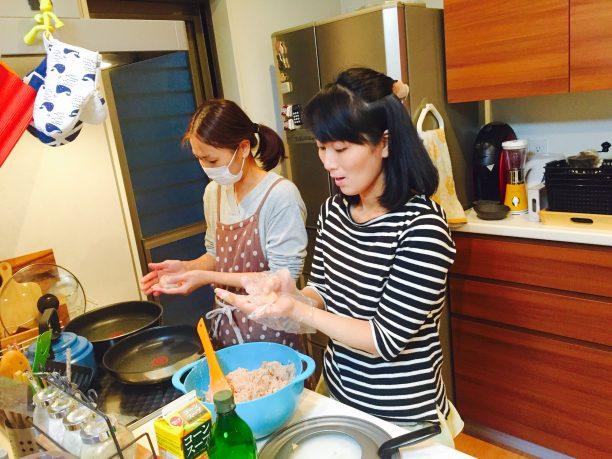 料理中のお友達