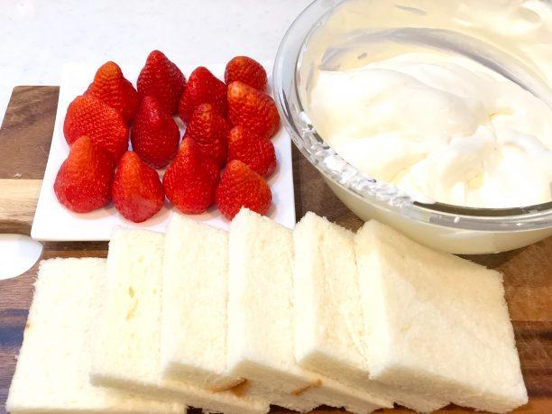 苺と食パンとヨーグルトクリーム