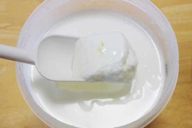 Wの乳酸菌と明治おいしい牛乳でヨーグルト完成