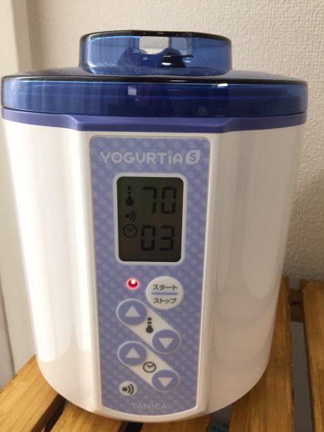 ヨーグルティアに入れ蓋をし、設定温度70度、3時間にセットしてスタート!