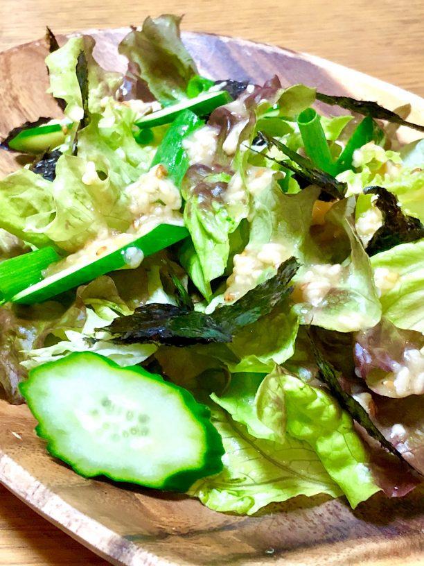 おすすめはチョレギサラダ! お好みの野菜に、甘酒ごまドレッシングをたっぷりかけて、海苔をトッピングしたら出来上がり♫