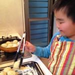 【レシピ:塩麹】えっ?揚げものを手伝いたいの?<br>そうちゃんと一緒に「空豆コロッケ」作りました~♪