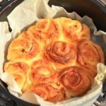 「アウトドアクッキング其の二」<br>ダッチオーブンで作るベーコンぐるぐる巻き自家製パン♪