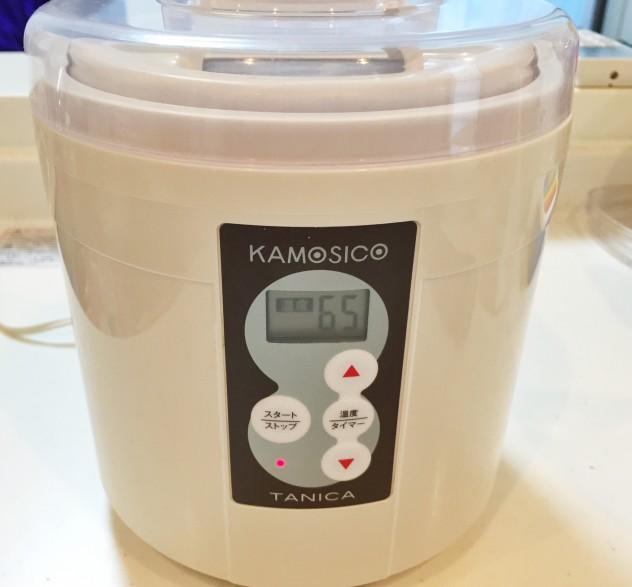 沸騰したら、熱湯消毒した醸壺の専用容器に入れ、65度で1時間セットします。