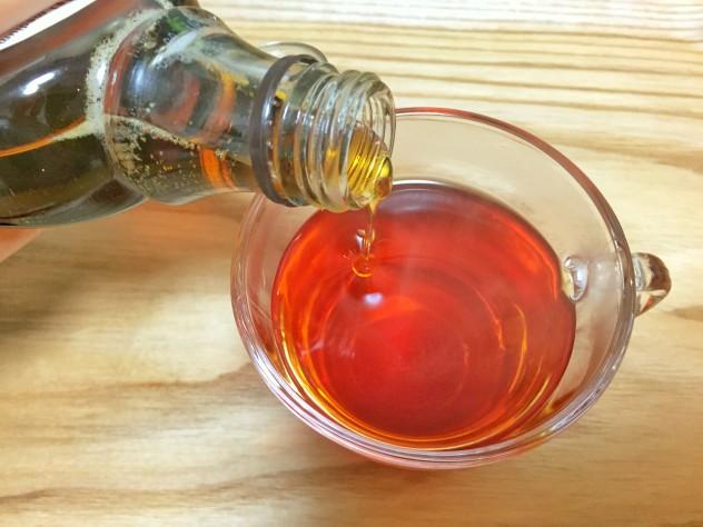 メープルシロップを紅茶に入れる
