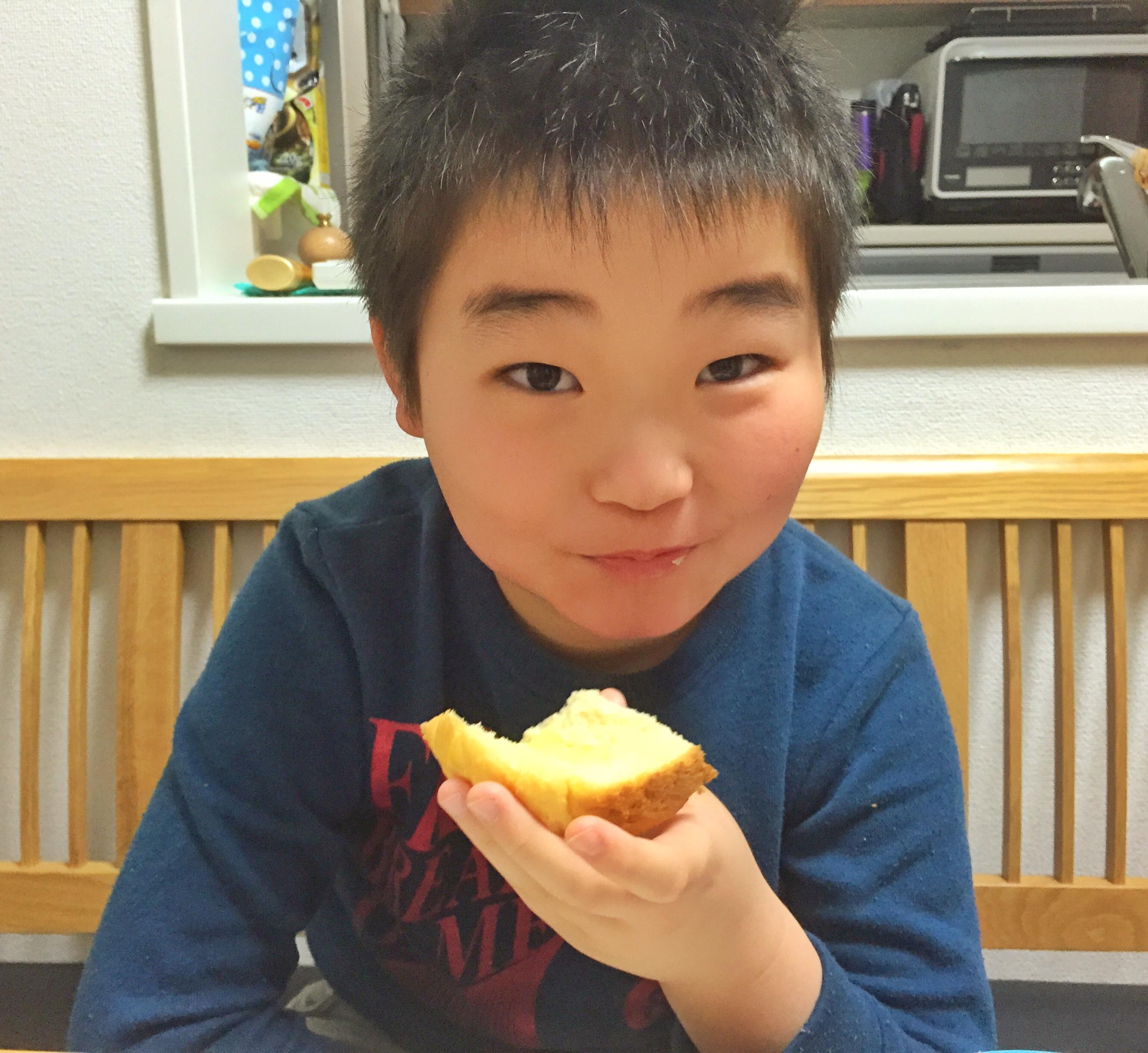 そうちゃんメープルシロップ食パン食べる