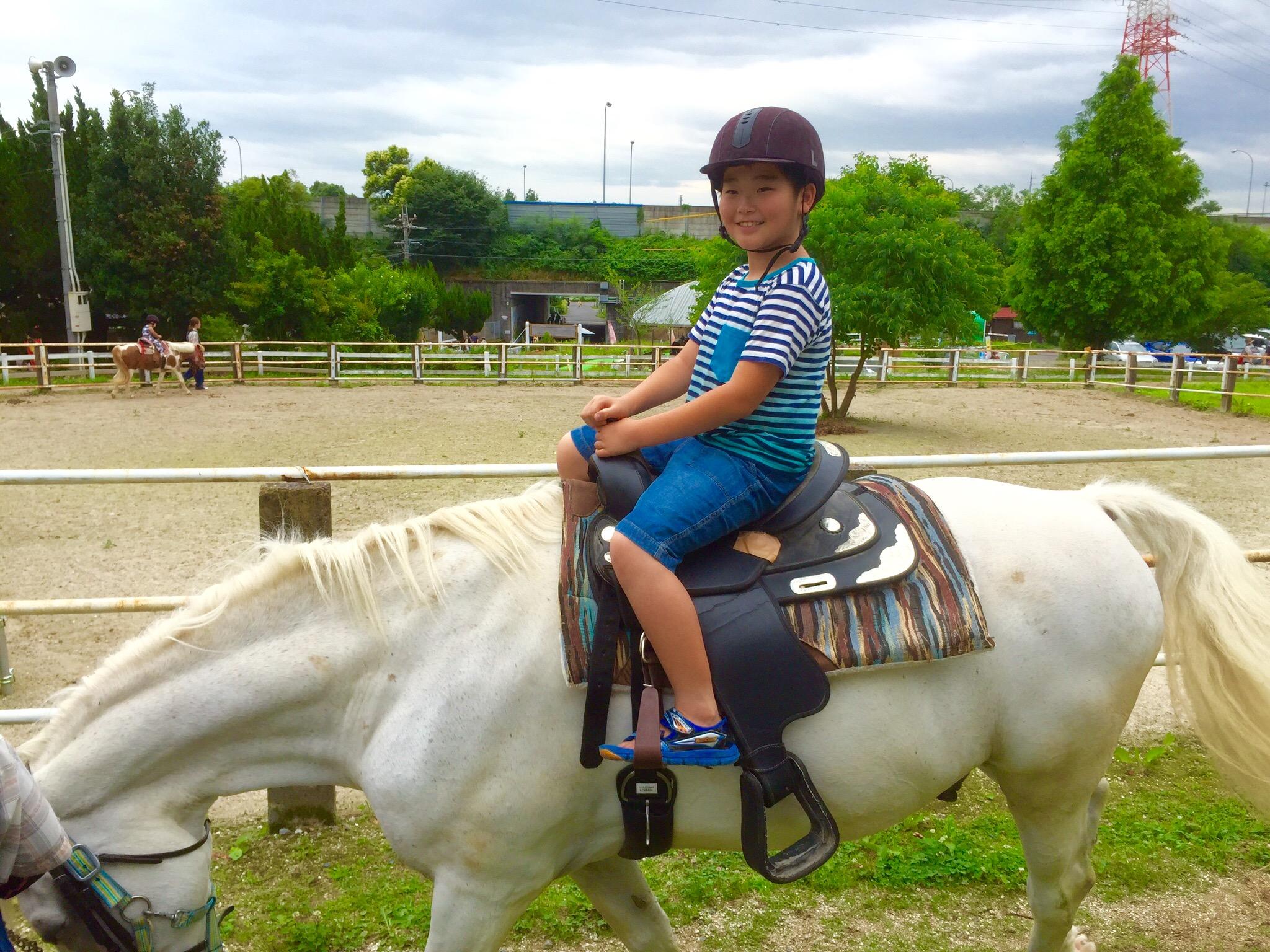 そうちゃん、馬に乗る