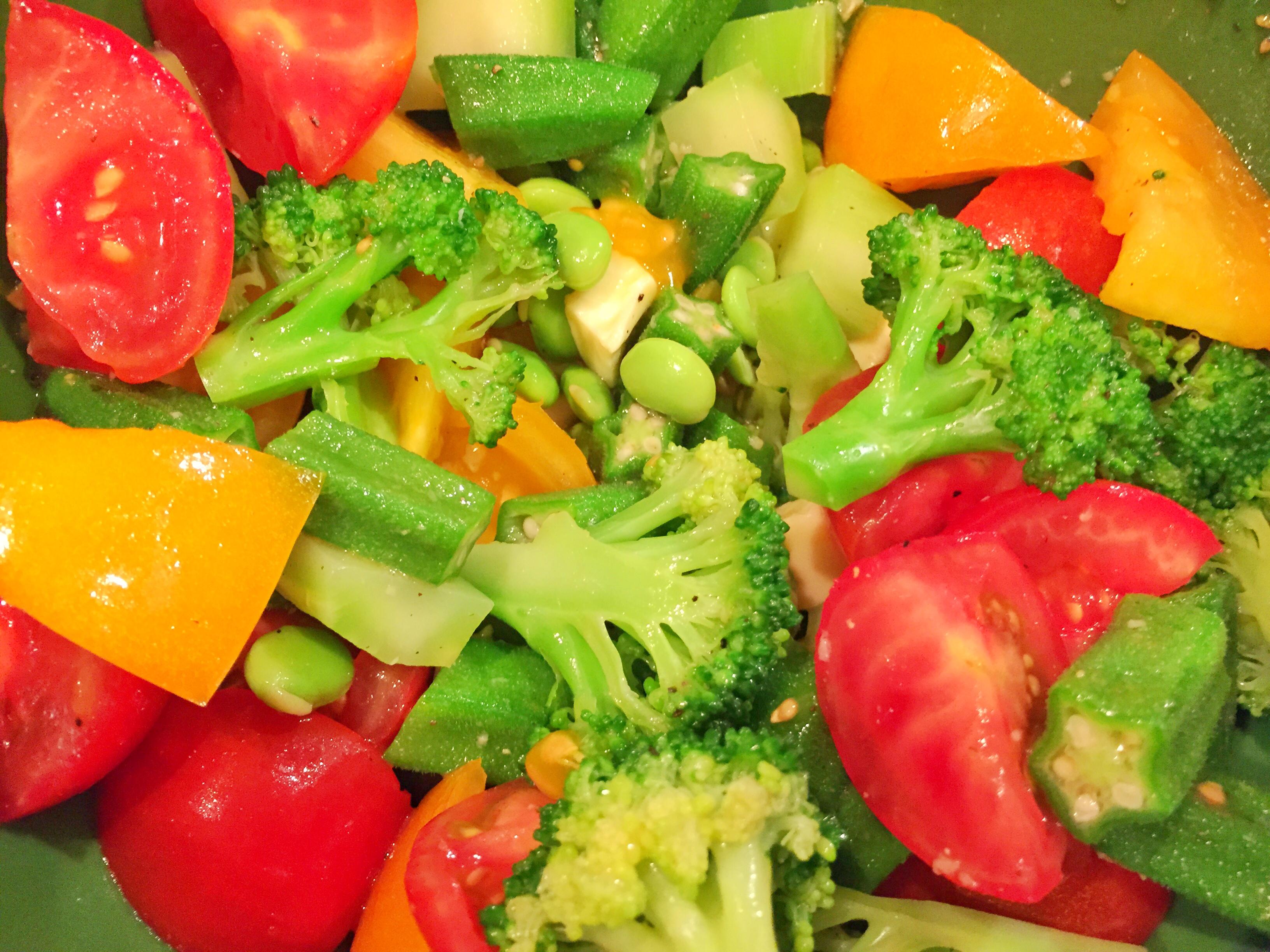 野菜とマリネ液をあわせる