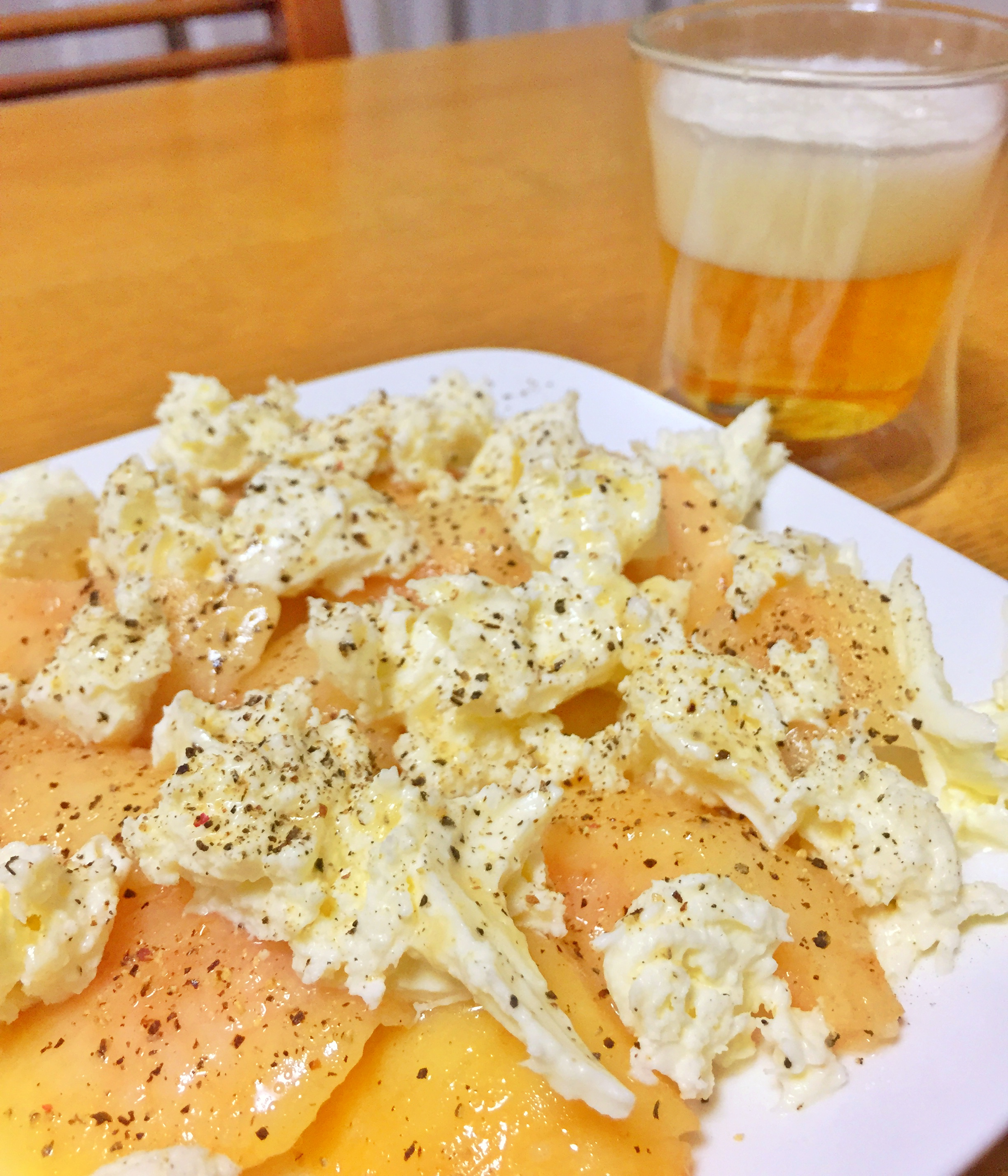 桃モッツレラとビール