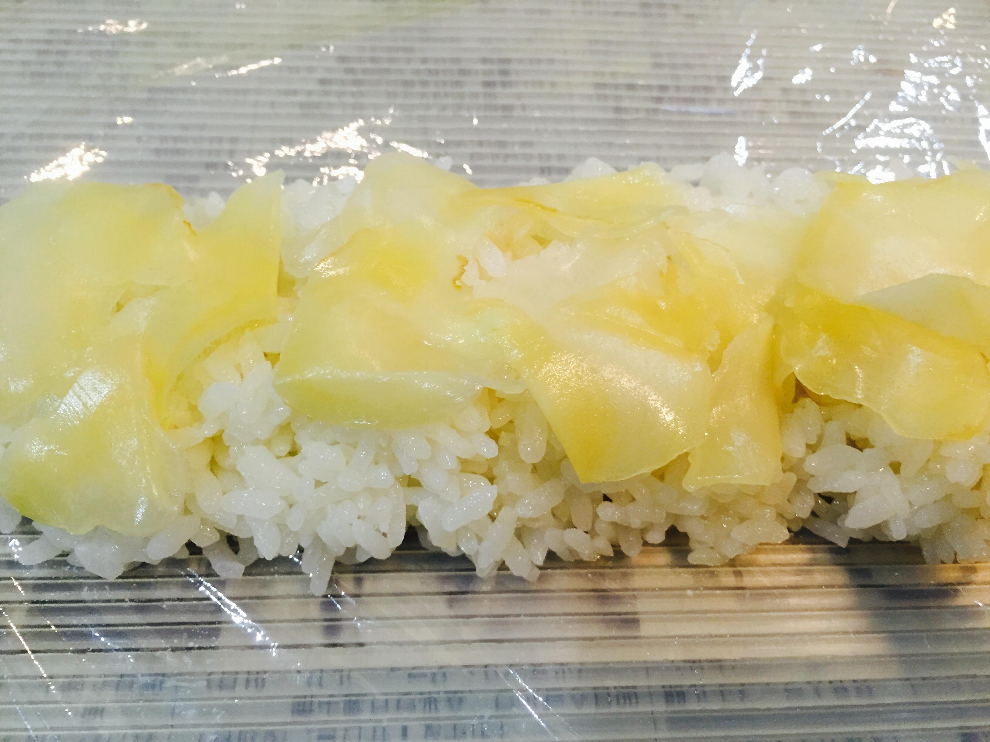 甘酢生姜を敷き詰める