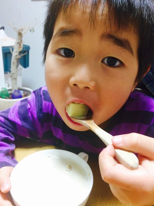 ホットスープを食べるせんちゃん