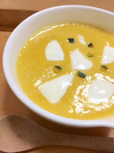 モッツアレラチーズとかぼちゃの皮をトッピング