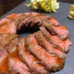 2〜3回噛んだだけでなくなってしまう程の柔らかさ(≧∀≦)噛むほどに肉の旨味と「キスケ塩ペッパー」でベストな塩加減に「旨味たっぷりジューシーローストビーフ」