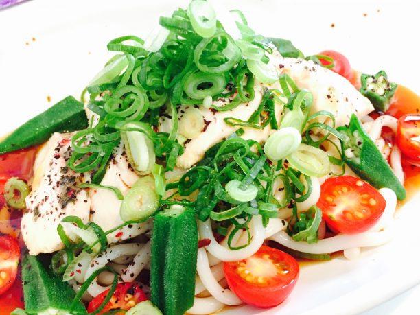 野菜・薬味・つゆをかける