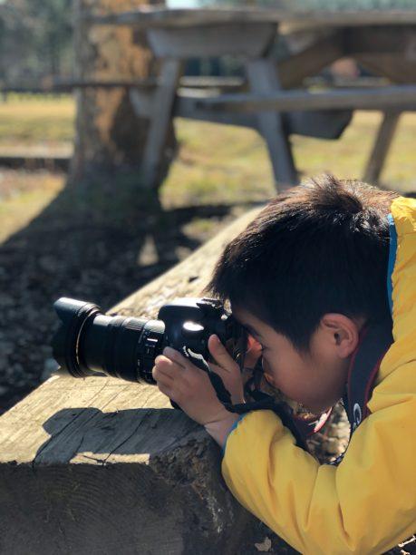 カメラを構えるせんちゃん