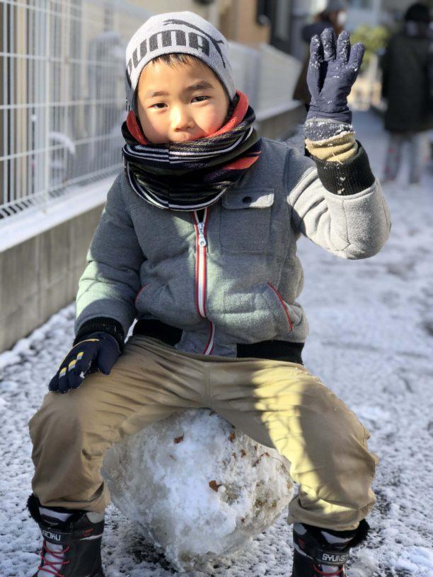 雪で遊ぶせんちゃん