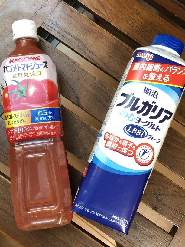 ヨーグルトとトマトジュース