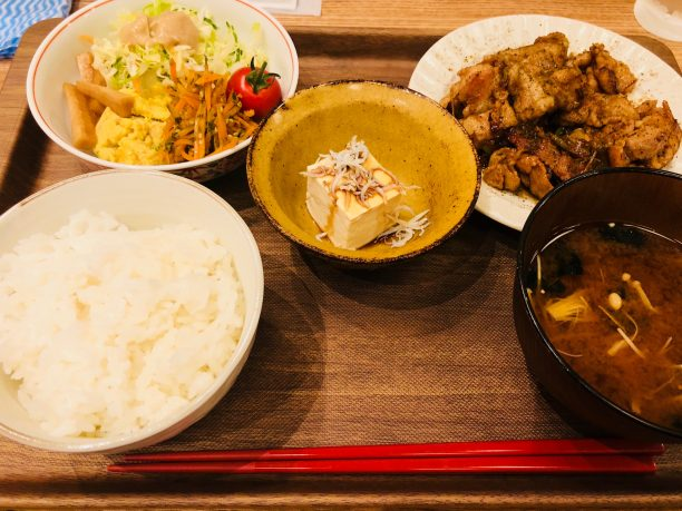 豚肉たれ焼き黒七味風味定食