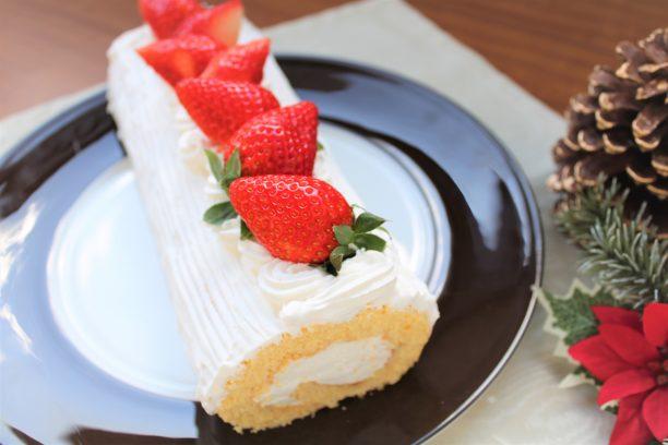 苺のロールヨーグルトケーキ