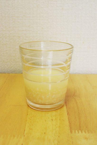 コップに注いだ冷やしあま酒