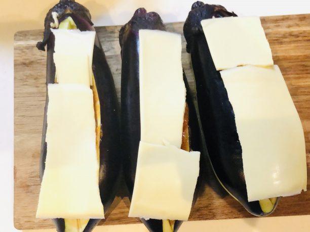 ナスの上にチーズ