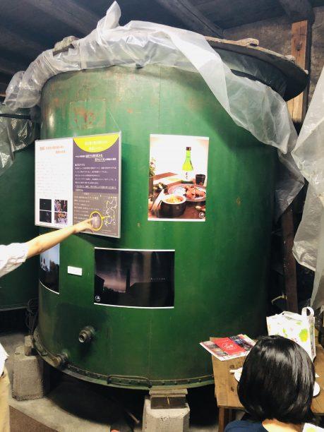 酵母を発酵させる緑のタンク