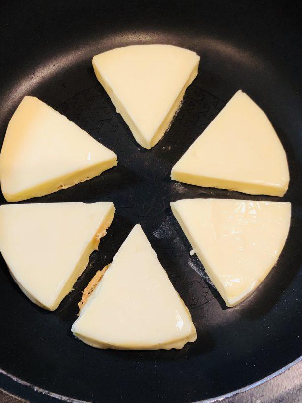 チーズを焼く