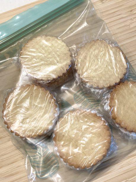 保存袋に入れたヨーグルトクッキー