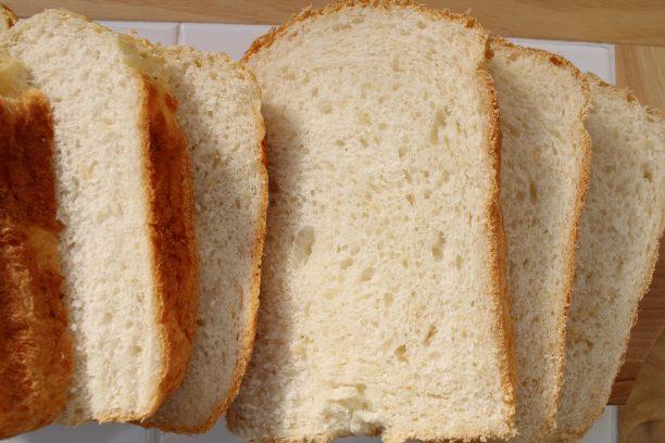 スライスした玄米食パン