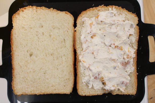 具材を塗った玄米食パン