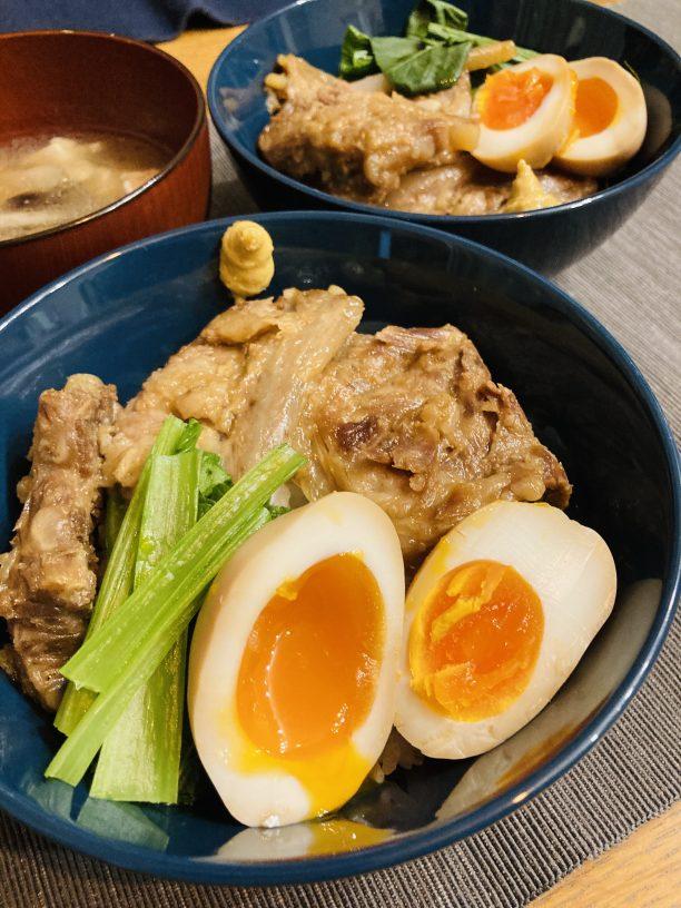 本日は、この豚バラ軟骨の茹で汁を使って、沖縄代表の「ソーキそば」ならぬ 「ソーキうどん」 を作っていきたいと思います☆