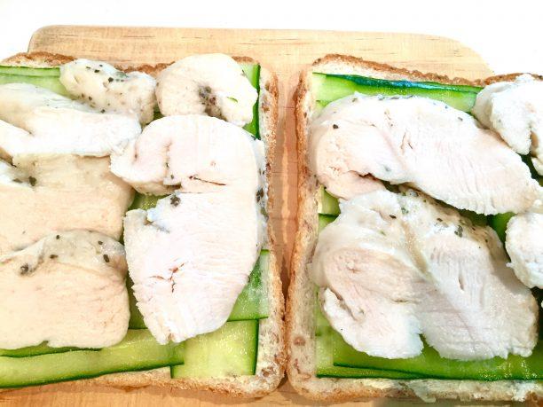 チキンを並べます。