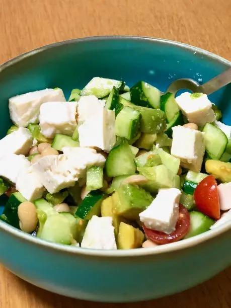 塩こうじ豆腐を使って、塩こうじ豆腐サラダを作ってみました。