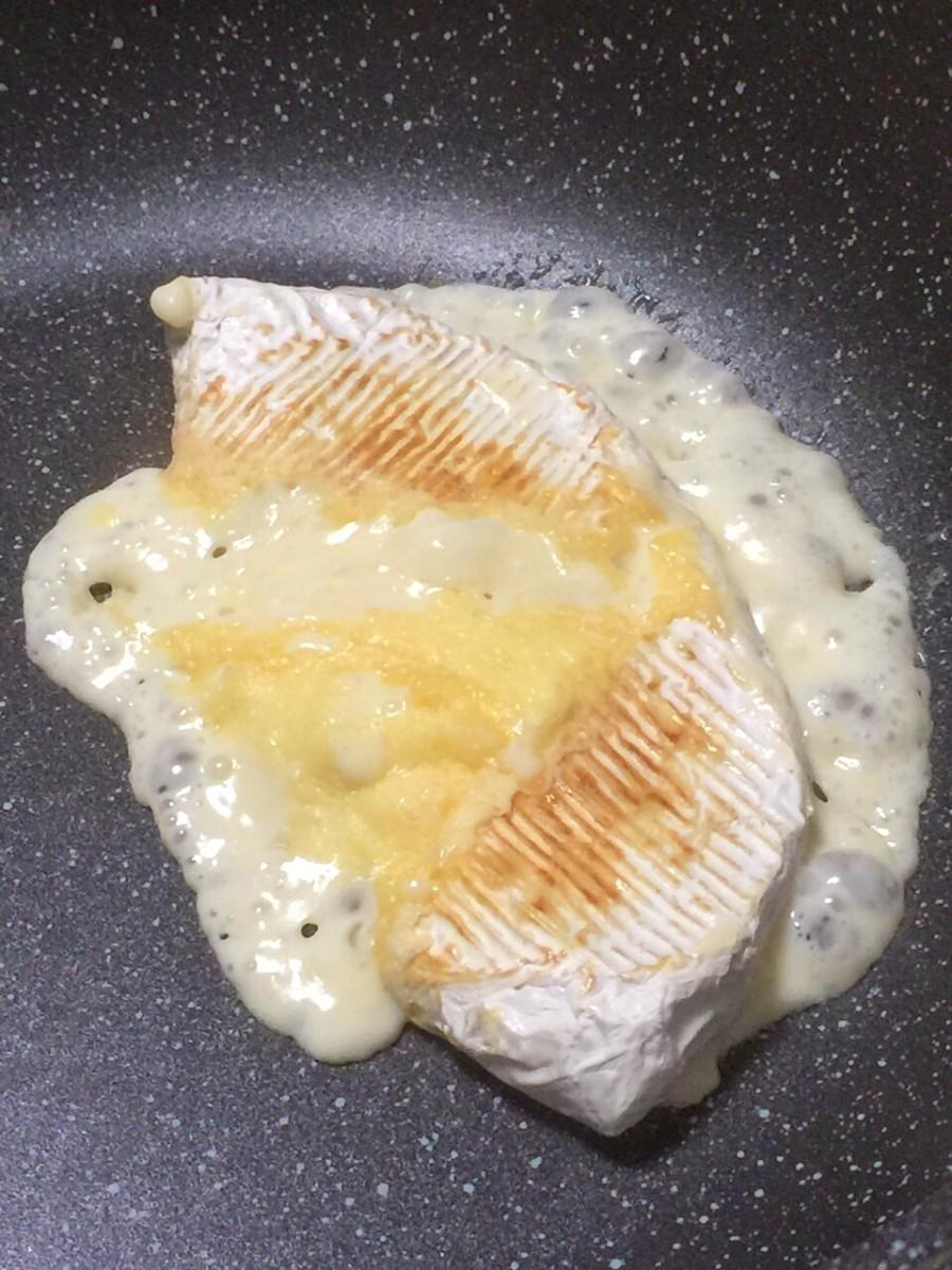 中からとろーりチーズが出てきますが、寄せながら水分を飛ばしていきます。