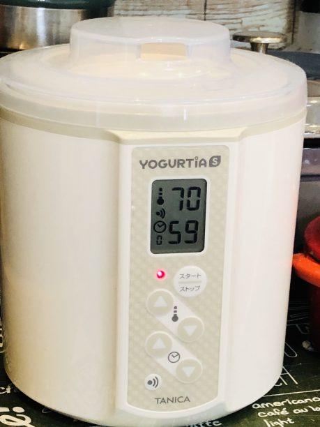 蓋をしてヨーグルティアにセットし、設定温度70度、タイマー1時間に設定しスタート!