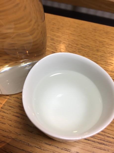 お湯を注いで30秒程で「ひと肌燗」、約5分で45℃の「上燗」が出来上がり♫