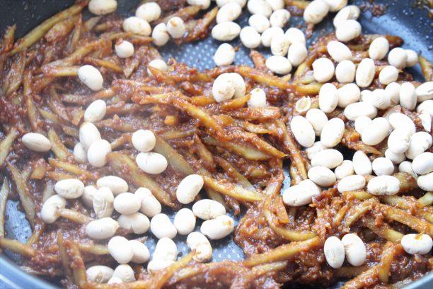 最後に福豆を加えさっと混ぜたら完成です♫