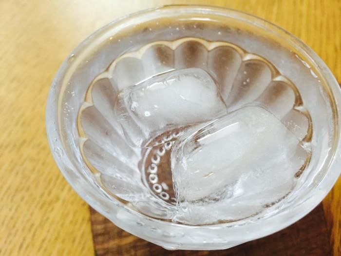 酢1:炭酸4の割合で割って混ぜたら出来上がり~♫