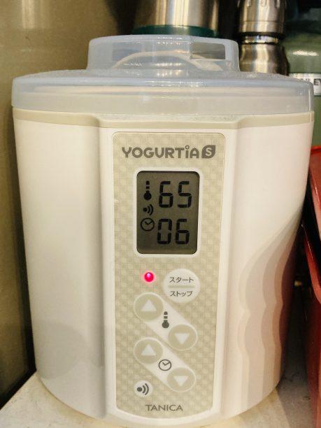蓋をしてヨーグルティアに入れ、設定温度65度、タイマー6時間にセットしてスタート!