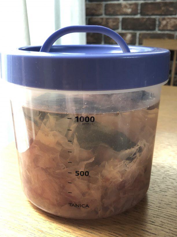 ゆっくりかき混ぜて蓋をし、冷蔵庫で半日〜一晩寝かせます。