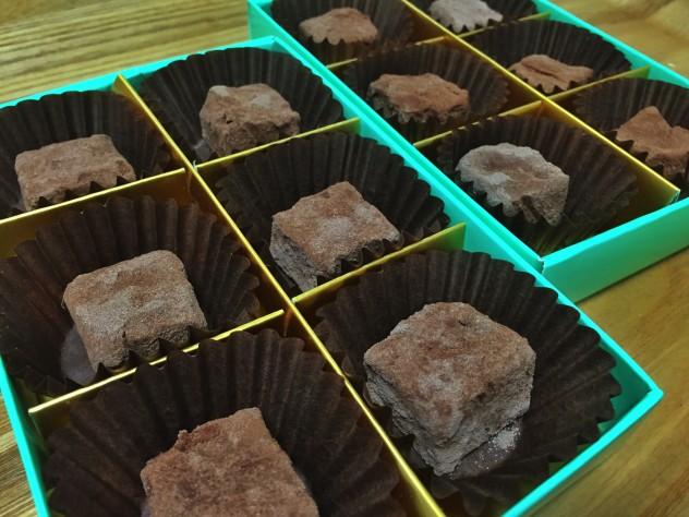 チョコが固まったらお好みの大きさに切り、全面にココアをまぶして出来上がり〜♫