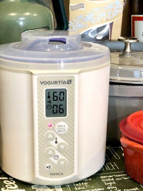 蓋をしてヨーグルティアにセットしたら、温度60度、タイマー6時間に合わせてスタート!
