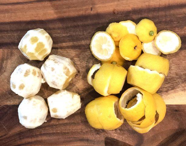レモンの皮を剥きスライスします 国産レモンでノーワックスのものなら、綺麗に水洗いして皮ごと使用します。