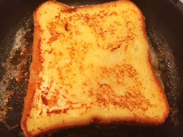バターを敷いたフライパンで両面焼きます。