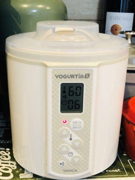 ヨーグルティアに入れ、タイマー6時間、温度60度にセットしてスタート!