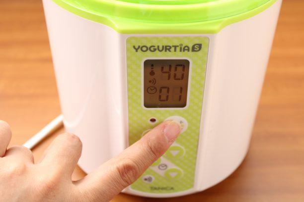 内容器のふたをしめ本体に入れ、温度40℃タイマー1時間にセットし、スタートボタンを押します。