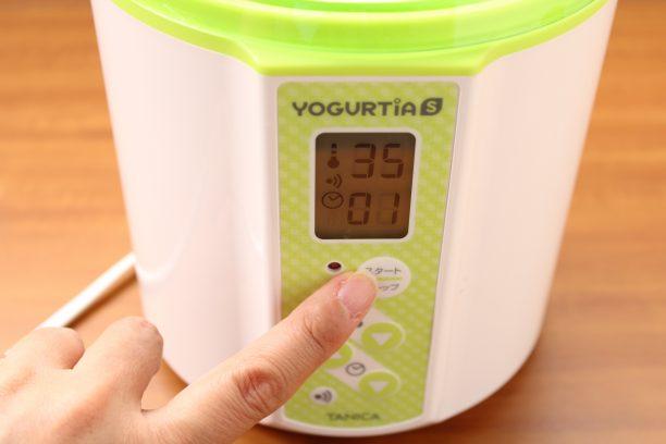 内容器のふたをしめ本体に入れ、温度35℃タイマー1時間にセットしスタートボタンを押します。